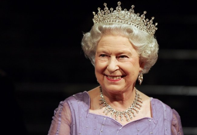 ТОП 10 Самых богатых монархов мира