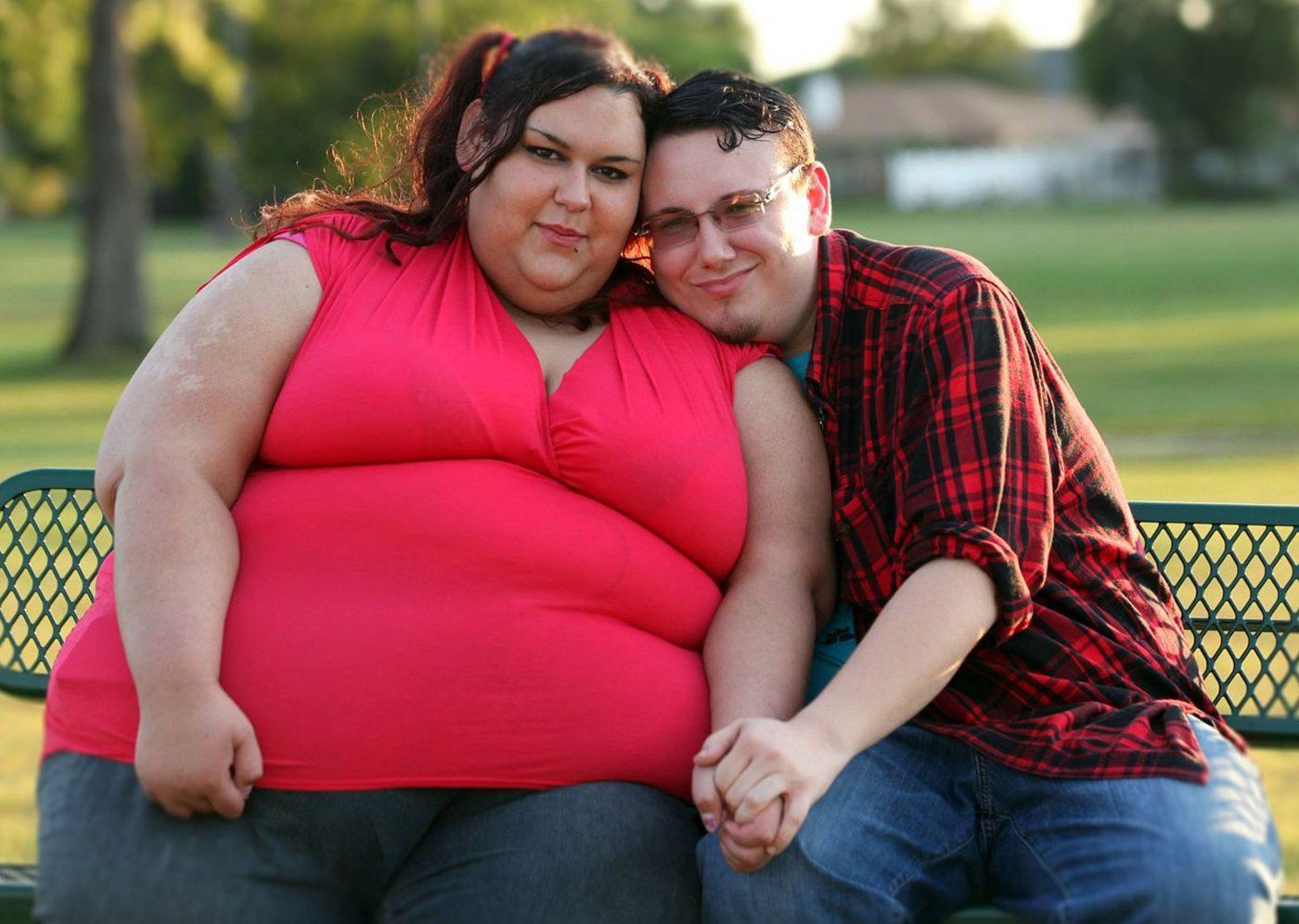 толстые женщины давит парня - 2