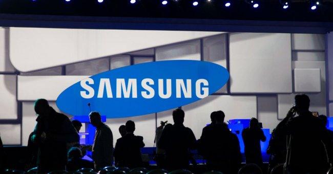 У компании Samsung прибыль упала больше чем в 2 раза